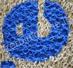 tappeto colore beige con una lettera azzurza, zerbini personalizzati, tappeti su misura, zerbino personalizzato, napoli, tappeti personalizzati.