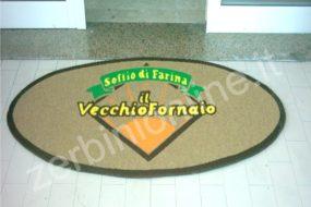 tappeto fondo beige con scritta colorata il vecchio forno, zerbini personalizzati, tappeti su misura, zerbino personalizzato, napoli, tappeti personalizzati.